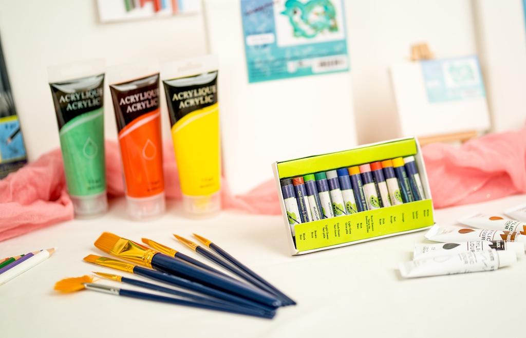 SEWA: Kreativität, Form & Farbe - Leinwände und Farbe